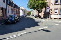 Blickrichtung Medicusstraße (geradeaus); Trippstadter Straße (links bei weißem Haus)